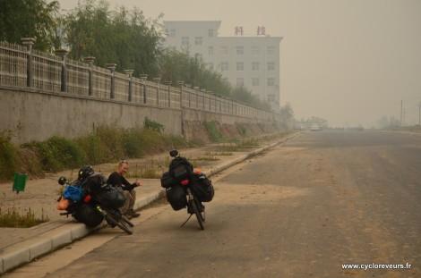 A l'approche de Zhengzhou, dans la brume poussiéreuse
