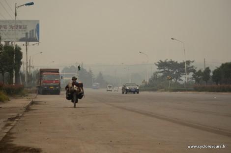En Chine, les routes sont poussiéreuses