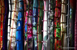 Jolies robes, dans le fabric market de Shanghai