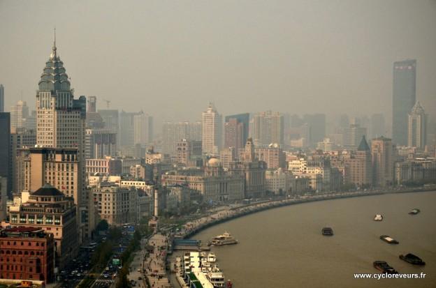 Le bund, la star de Shanghai après le quartier de Pudong, en face. Cette promenade le long du fleuve est en effet très sympathique !