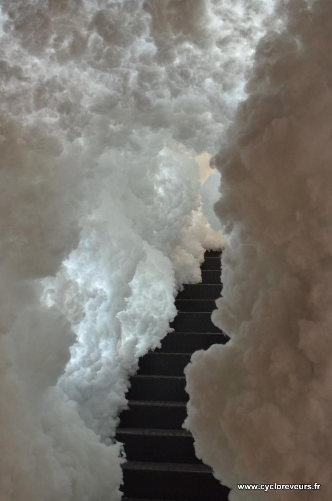 Où mène donc cet escalier nuageux ?