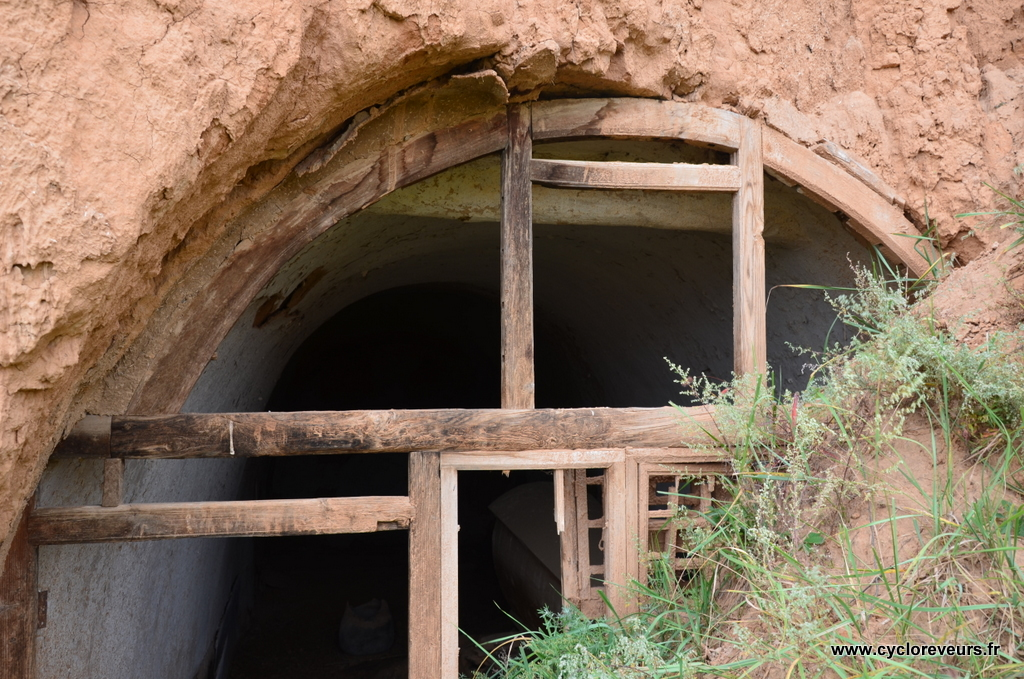 Ancienne habitation : les maisons étaient, à une époque maintnant révolue que nous ne savons pas situer, construites directement dans les falaises.