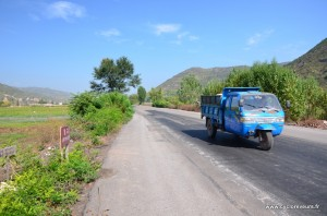 Véhicule de base dans le Shanxi : tricycle avec moteur deux temps infernal pour les oreilles