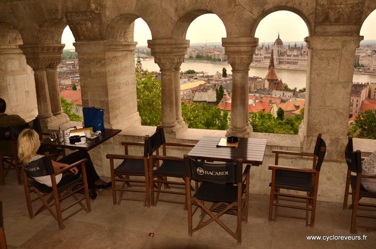 Bar avec vue sur la ville : où sont les grattes-ciels ??