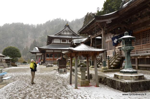 Neige dans un temple au Japon