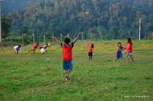 """Partie de foot dans la """"cour"""" de l'école !"""