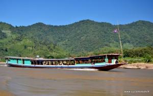 Vue extérieure d'un slow boat - mékong - Laos