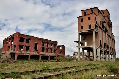 Deux bâtiments vides