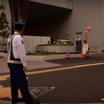 Un gardien de sortie de parking, comme à chaque sortie ! Plein emploi au Japon !