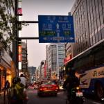 Les panneaux de signalisation assez complets indiquent les routes au croisement mais aussi celle sur laquelle on se trouve, avec leurs noms et tout !