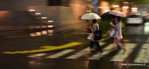Saturday Night Fever in Tokyo : under heavy rain