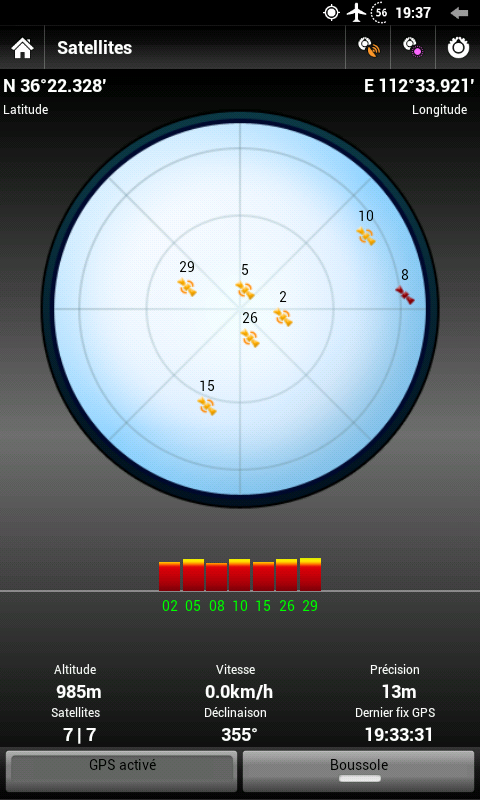 Ecran de réception GPS. Le cadran des satellites est juste du tap à l'oeil, mais les autres indications sont pratiques (altitude, vitesse, etc.)